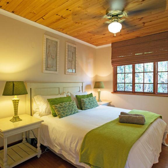 Areena-Riverside-Resort-Accommodation-Timber-Chalets-11